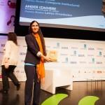 Yoani Sánchez recibió al fin su premio de 2011. Foto de Victoriano Izquierdo - @victorianoi